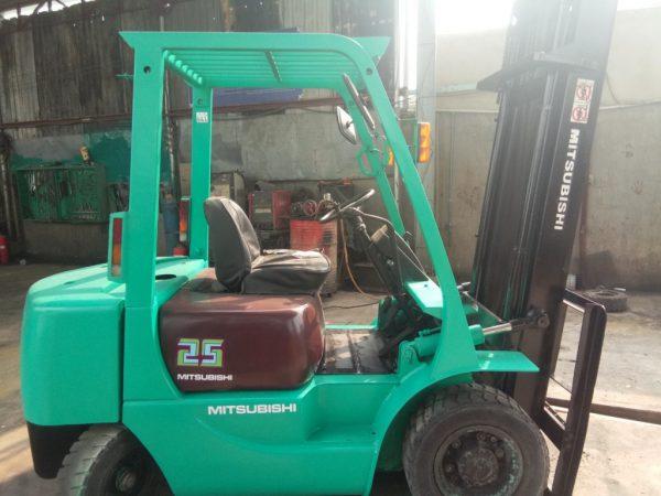 Cho thuê xe nâng 2,5 tấn tại HCM